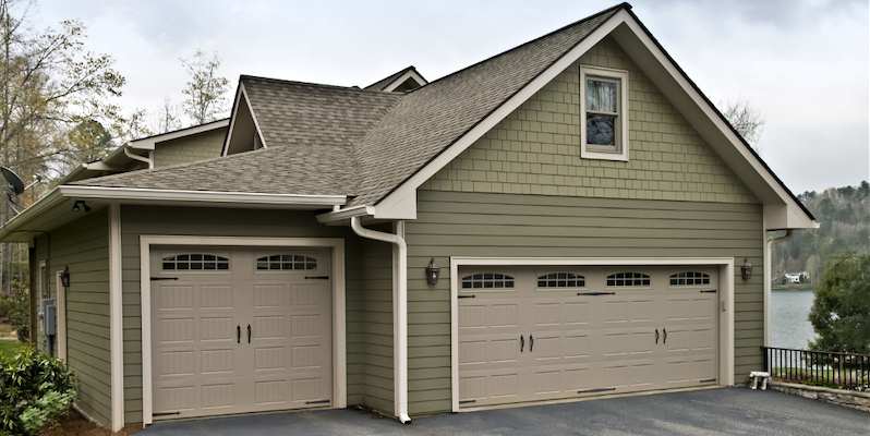 A Complete Guide to Choosing a Residential Garage Door Color in Lake Forest