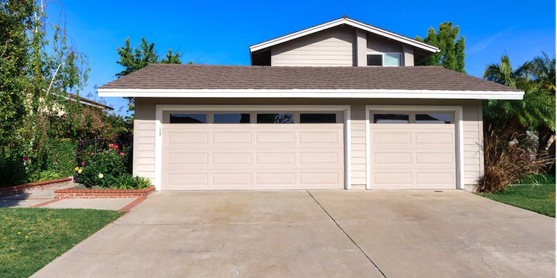 How to Clean a Residential Garage Door the Right Way in Gurnee